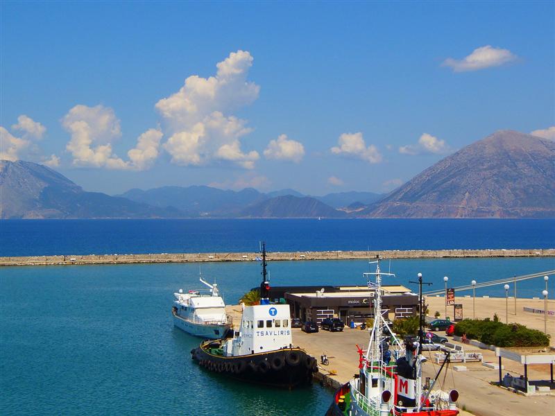 Vedere cu portul din Patras, Grecia
