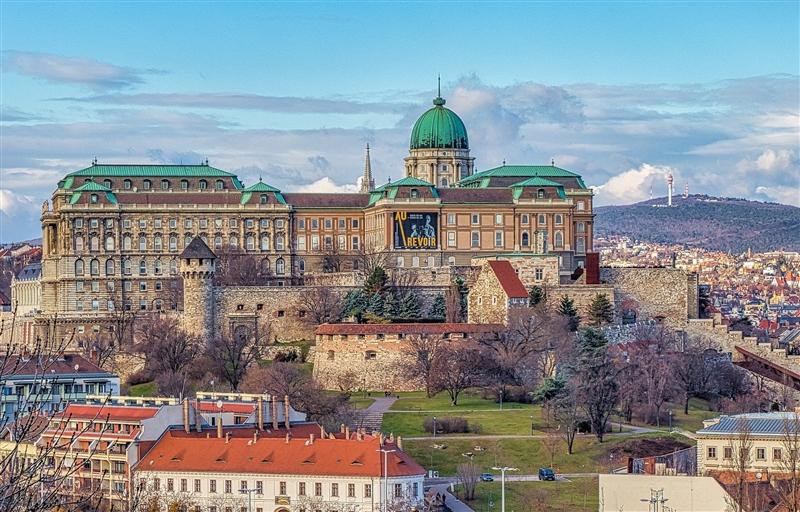 Vacante de 1 iunie la Budapesta
