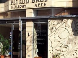 PETROU HOTEL APARTMENTS · PETROU HOTEL APARTMENTS Vara 2017 pachet 7 nopti plecare din Cluj-Napoca zbor Blue Air