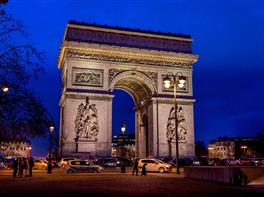 Revelion la Paris · Revelion la Paris
