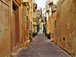 Seniori si non seniori in Malta · Seniori si non seniori in Malta